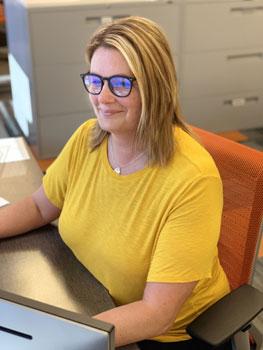 Elizabeth Zangori – sales assistant